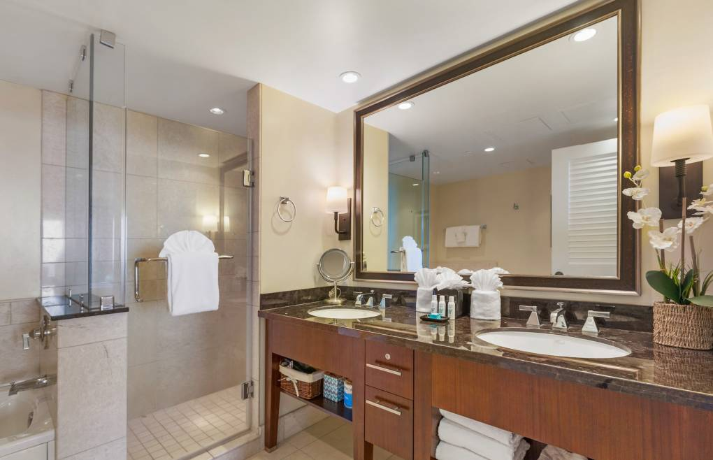 With a luxurious glass walk-in shower and separate soaking tub