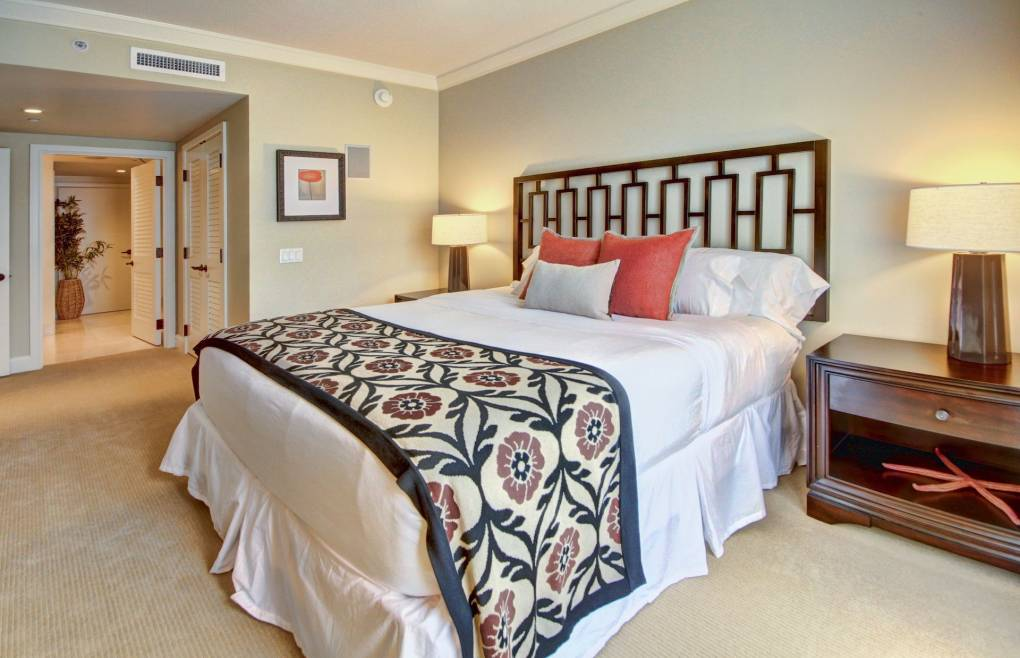 2nd master bedroom features a sumptuous king size bed