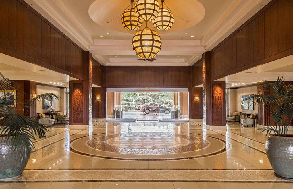 The Hokulani Tower lobby