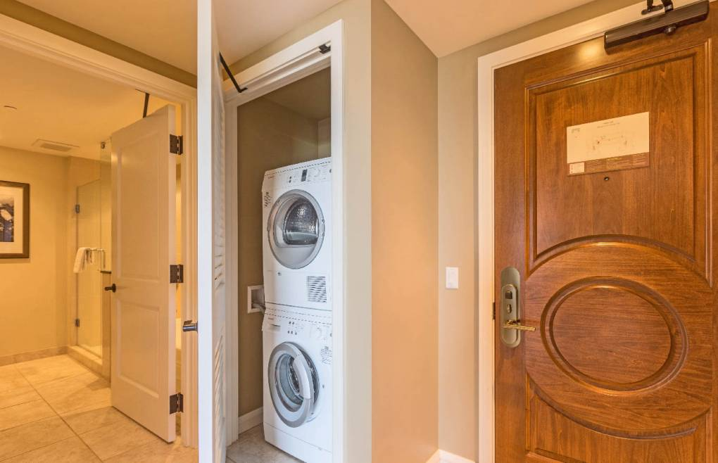 Konea 831 includes an en-suite washer/dryer, free wifi, and free beach gear
