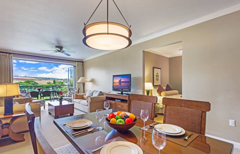Open the retractable doors and invite in the relaxing Maui outdoors