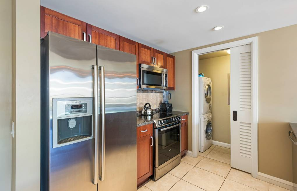 Hokulani 511 includes an en-suite washer/dryer, free wifi, and beach gear