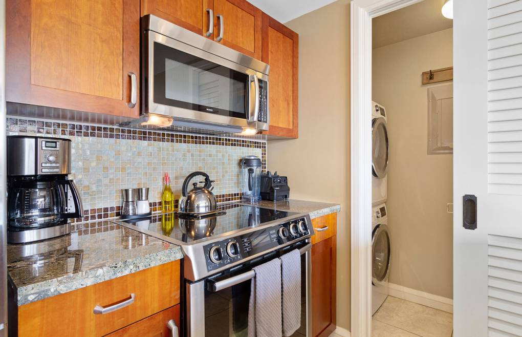 Hokulani 616 includes a washer/dryer, free wifi, and free beach gear