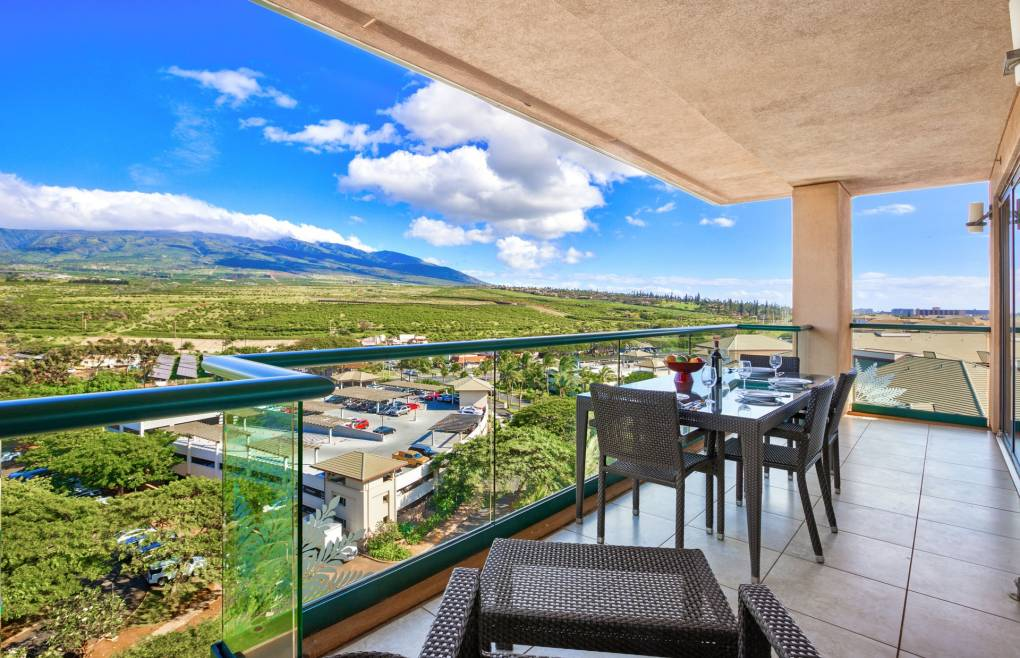 Featuring views of the lush West Maui Mountains