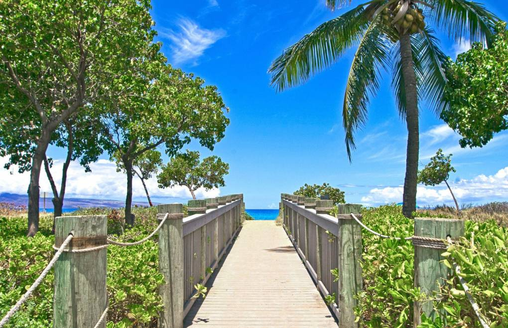 The pathway to the beach is right out front