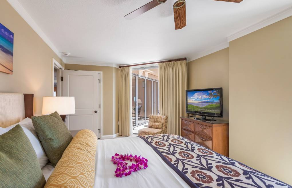 The guest bedroom offers balcony access
