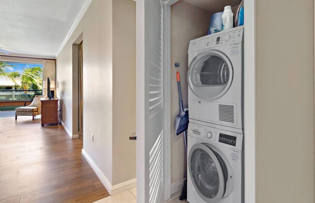 Konea 212 includes a washer/dryer, free wifi, and free beach gear