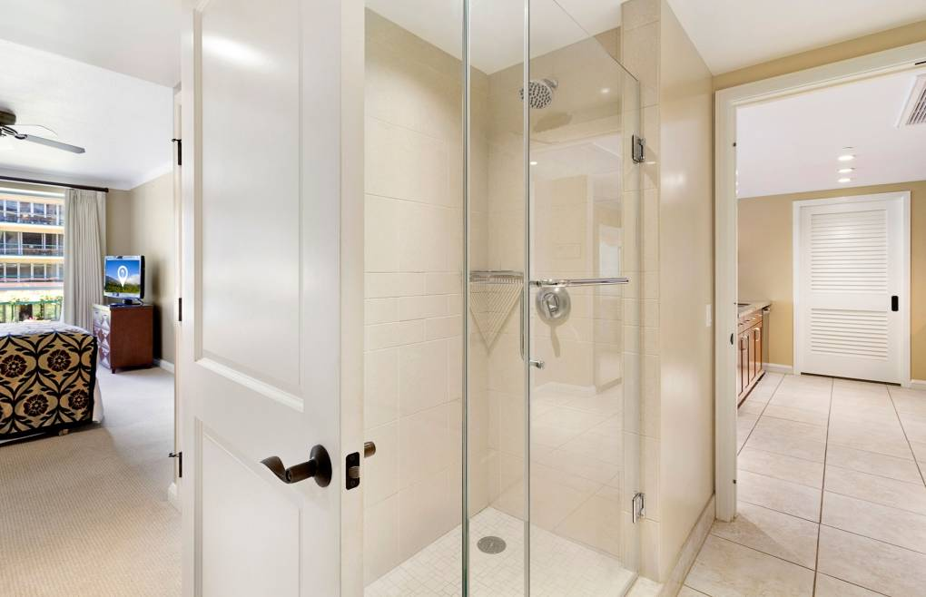 With a frameless glass walk-in shower