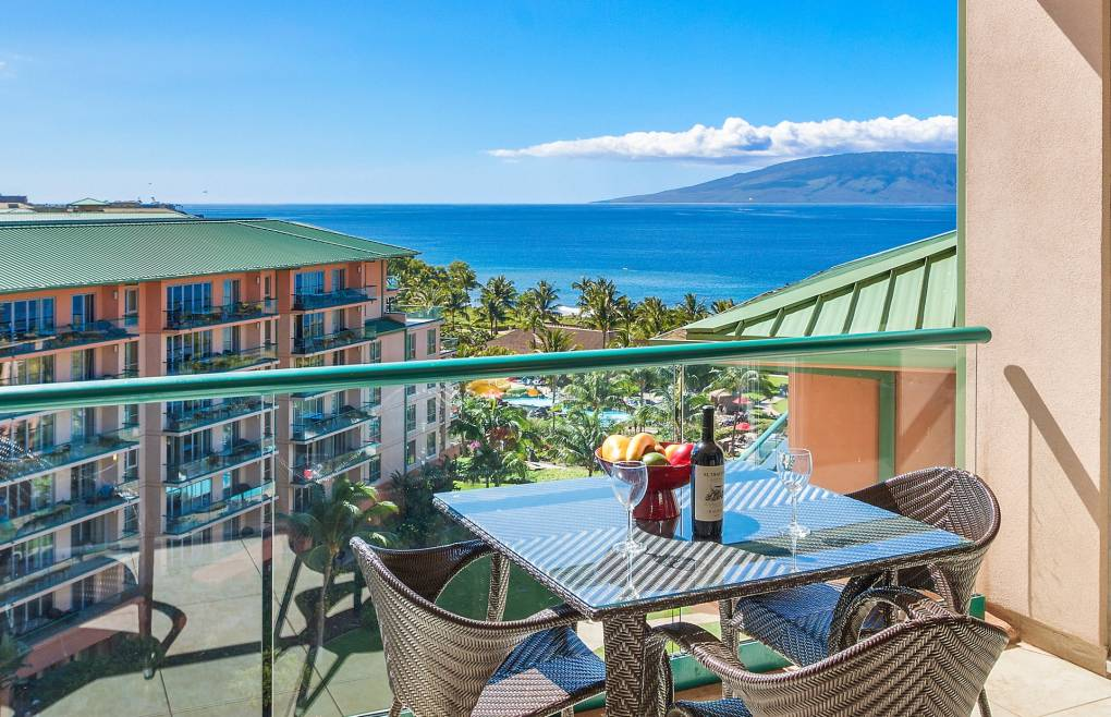 Also offering superb views of Maui's neighbor island Lanai
