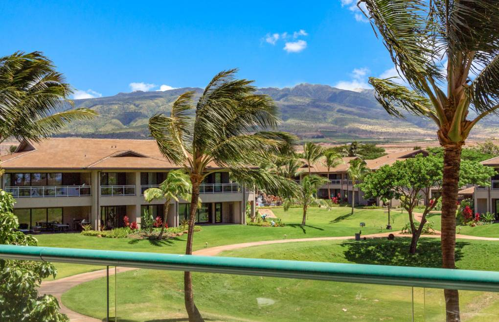 With stunning views of the West Maui mountains