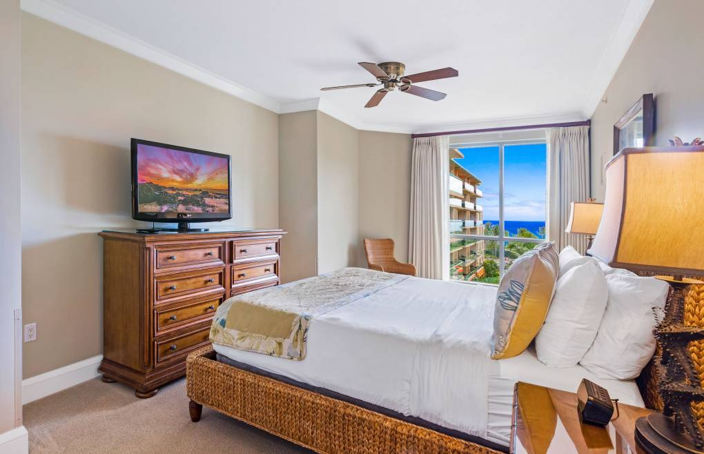 All 3 bedrooms offers views of the tranquil blue Pacific ocean