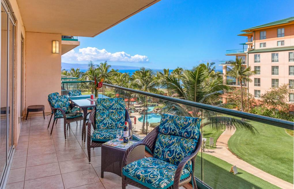 Also offering views of Maui's neighbor island Lanai