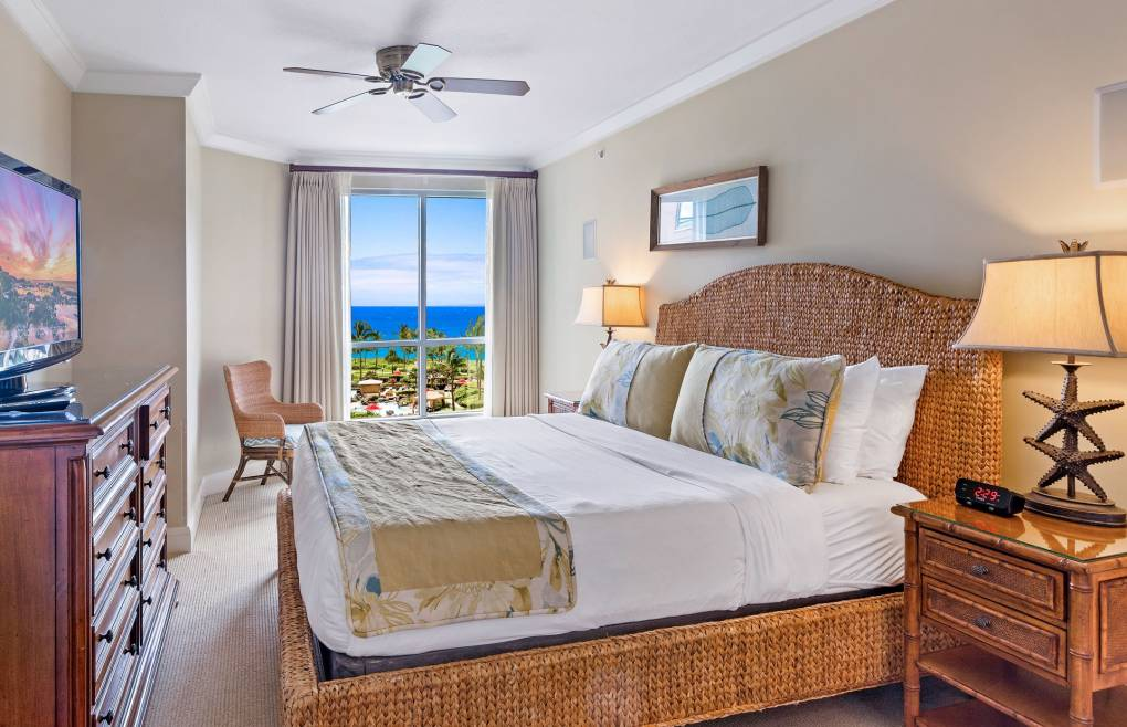 The first master bedroom offers a sumptuous king size bed